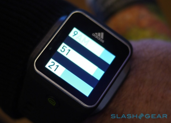 带定制界面 阿迪达斯安卓智能手表发布 高清图片