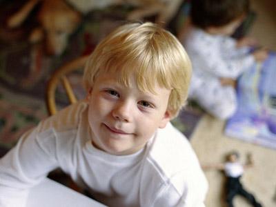 儿童孤独症的三大症状表现