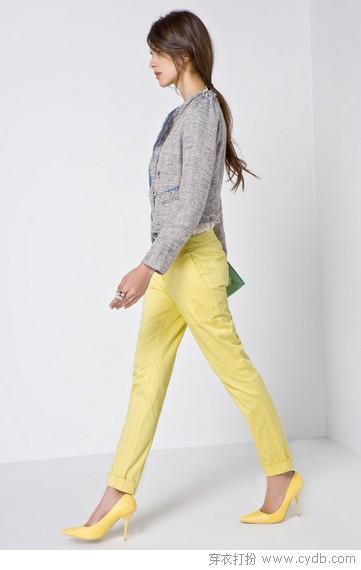 在搭配短裙短裤穿着时露脚背高跟鞋一定要选择浅设计更显腿长.