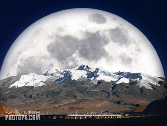 效果合成的素材非常少,雪山背景加月亮素材,不过合成