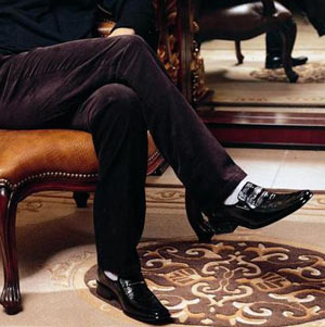女人梦见穿黑皮鞋