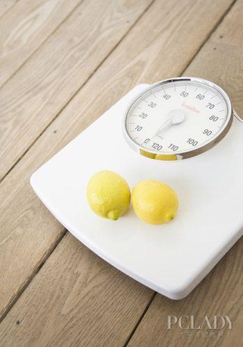柠檬片泡水减肥法_