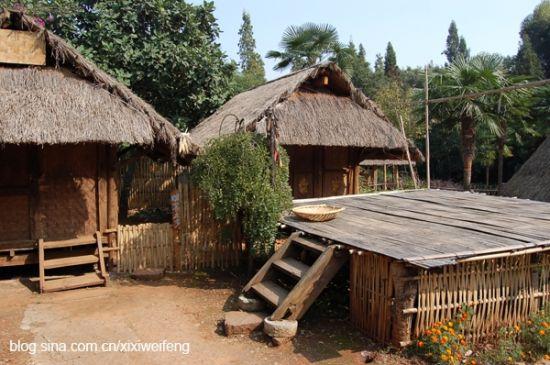 两层小院建筑设计图