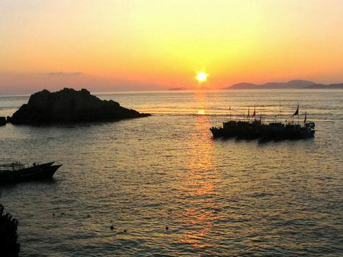 """东福岛上的""""东极""""石碑,是东极岛的标志性景点,也是合影留念,观赏"""