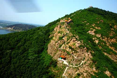 二郎山位于舞钢市石漫滩水库南岸, 是石漫滩国家森林