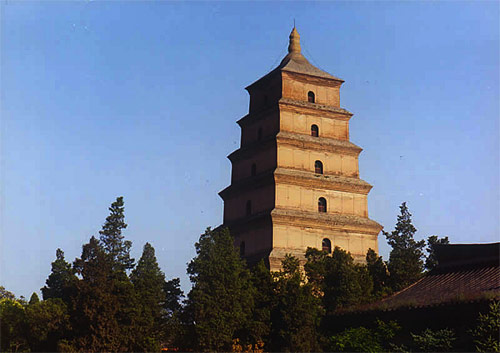 大雁塔是西安市的标志性建筑和著名古迹,是古城西安的