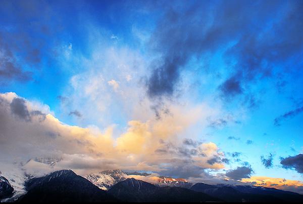 世界上最美的雪山 雪山之神梅里雪山攻略 梅里雪山海拔
