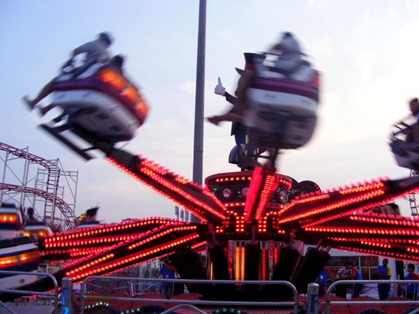 2011上海国际嘉年华十大刺激项目 你可别吐哦