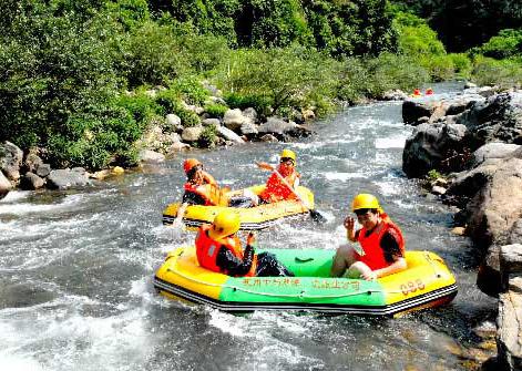 白云溪漂流,金峰峡谷漂流,九龙溪漂流或者龙潭峡谷漂流,和千岛湖的