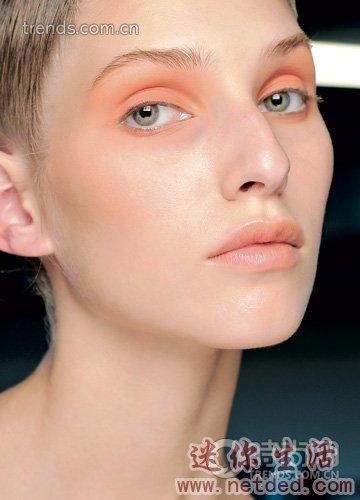 宛如琉璃般剔透的色彩的俏皮十足的新妆容 最时尚可爱