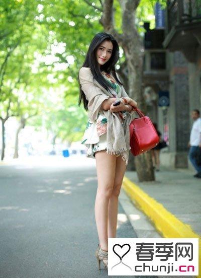 七月最新街拍美女 秀出赤裸长腿