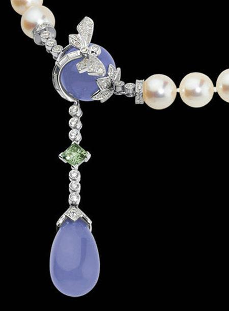 奢侈品牌卡地亚cartier最新推出了昆虫系列珍珠珠宝,设计师运用