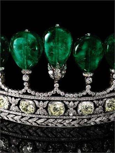 世界上最珍贵的梨形哥伦比亚绿宝石皇冠