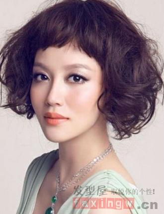 2014短发烫发发型 齐刘海晋升时尚萌妹图片