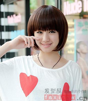 女生甜美短发发型 突显俏皮可爱