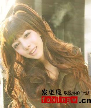 分类导航 生活百科 发型大全 发型设计 > 韩式俏皮卷发 做可爱小女人