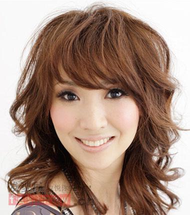 合鹅蛋脸女生的发型 彰显不同魅力图片