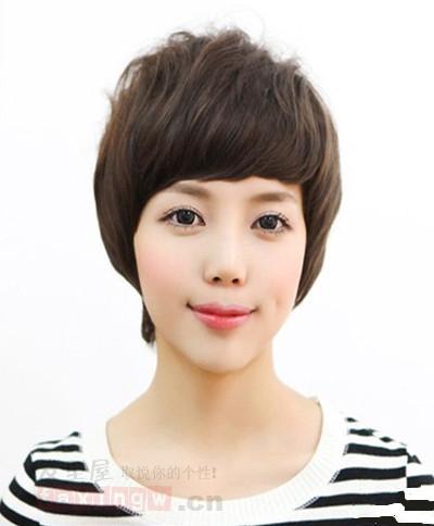 适合矮个子女生的发型 时尚短发轻松增高图片