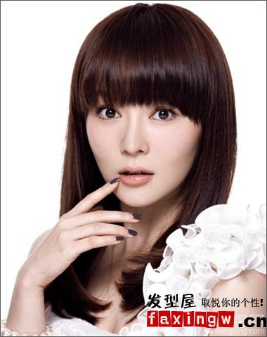 自然系的齐刘海直发发型,可以是不变的减龄修图片