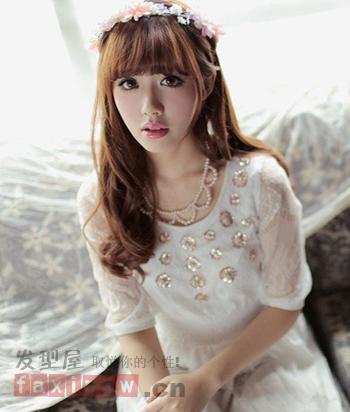 2013最新女生发型 中分显气质齐刘海显可爱图片