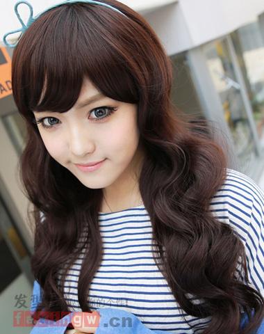 秋季韩国女生最新发型 长卷发甜美最吸睛图片