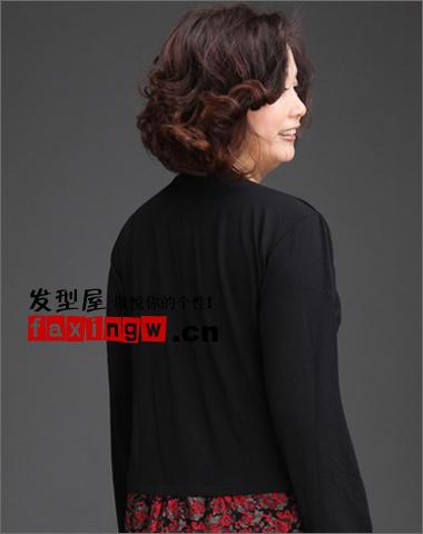 中年大脸妇女适合的短发发型推荐图片