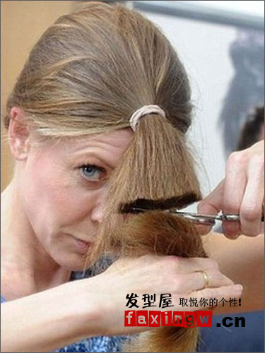教你如何自己剪头发 一分钟长发变时尚短发图片