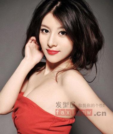 韩国女生中分发型盘点 霸气中分让你气场十足