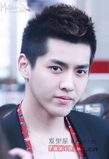 吴亦凡的板寸短发,几乎每一款都成为许多年轻男生追逐的发型.图片
