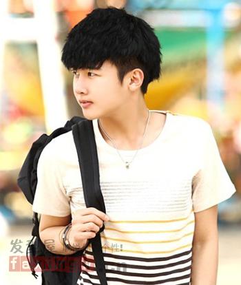韩式清新男生发型 尽显校园风格