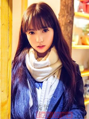 小清新女生最爱的披肩黑长直发,齐刘海直发发丝自然清新,搭配微微图片