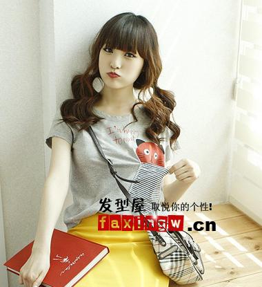 时尚百变的齐刘海长发发型扎法 甜美可爱图片