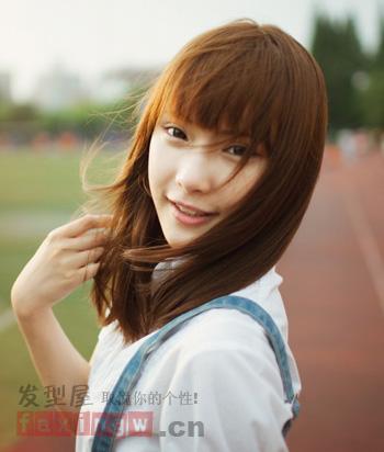 学生妹必备直发发型 齐刘海更加清纯可爱图片