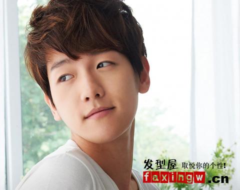 初夏韩国最新男生发型 小清新发型帅气迷人