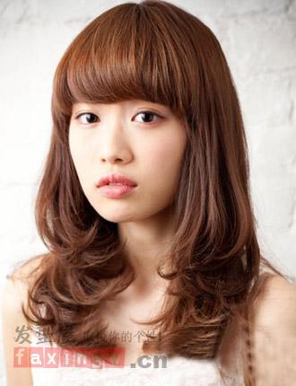 每个女孩都有追求美的权利,大脸的女生可以通过发型来掩盖脸型图片