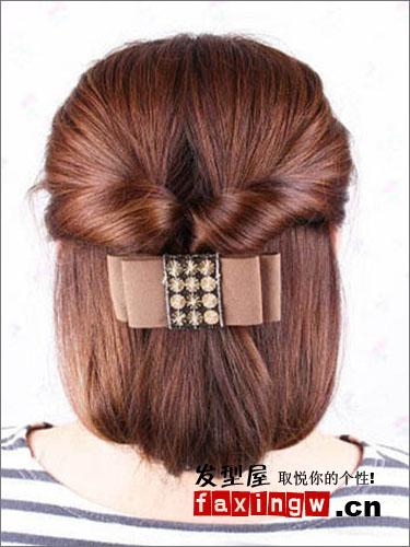中长发华丽扎法 巧用盘发器打造优雅宴会发型图片