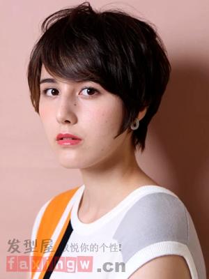 女生帅气斜刘海短发发型