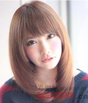 最新长发直发发型设计 发尾内扣更加甜美图片