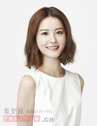 直发或微卷都非常具有韩式清新感,一起看看郑有美剧中的发型吧!图片