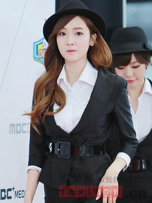 菱形脸适合烫什么发型 韩式卷发完美修颜图片