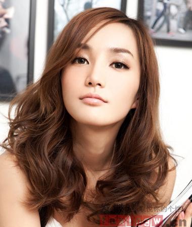 2013最新女生烫发发型盘点 甜美烫发可爱翻倍
