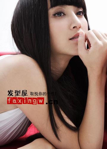 张歆艺最新清纯可人齐刘海直发发型图片图片