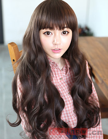 时尚清新卷发发型 塑造可爱甜美风格