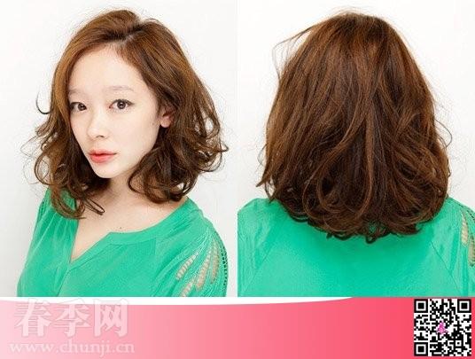 夏季最新流行女生中长卷发发型图片