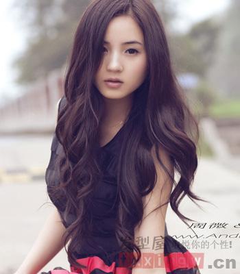 中长发烫发发型图片 展现温婉成熟气质女生图片
