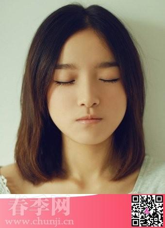 网络美女圆脸女生发型超甜美简单的中分的中长发发型
