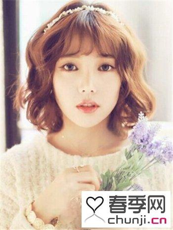 齐肩中短发女生流行韩式烫发 蓬松发型略显时尚可爱