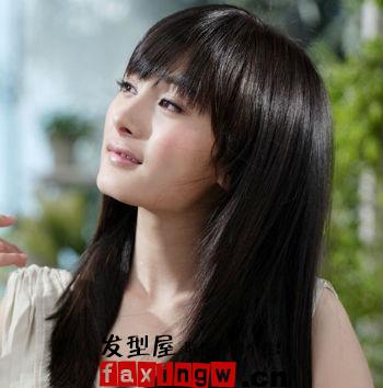 看杨幂的中分成熟魅力卷发,欧美发型的范儿哦.图片