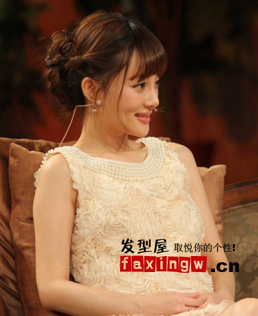 李小璐为你演绎减龄齐刘海发型 让你变身粉嫩女人
