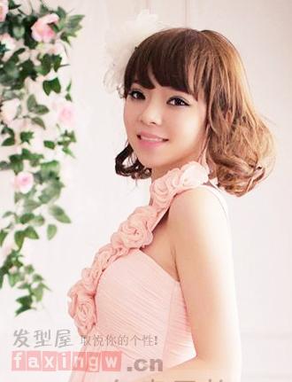 伴娘礼服发型搭配技巧 打造最亮眼婚礼绿叶图片